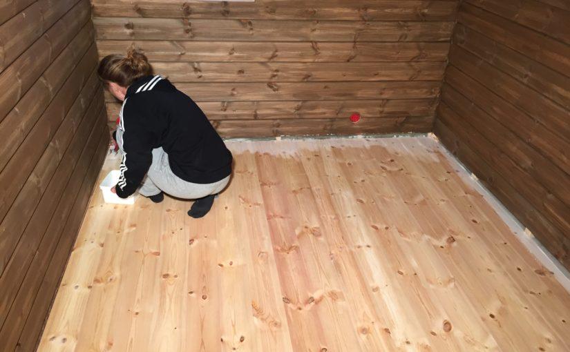 Luting av gulv, takpanel på hems, bod og isolering